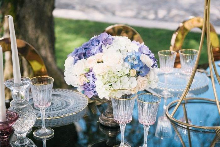 immagini-di-matrimonio-allestimento-con-fiori-e-oro