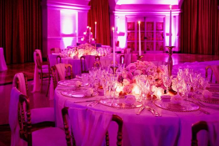 organizzatore per feste con luci in sala