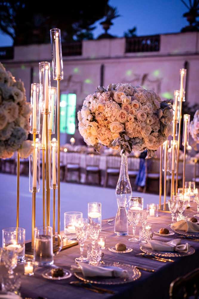 immagini di matrimonio fiori su tavolo
