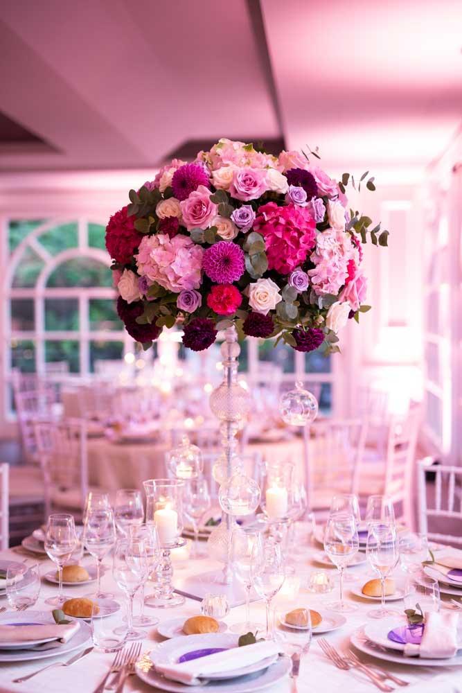immagini di matrimonio rose su tavolo