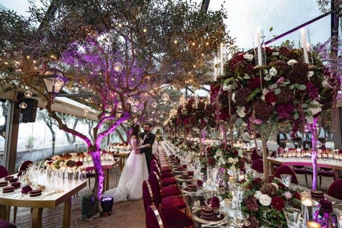 immagini di matrimonio sposi con allestimento