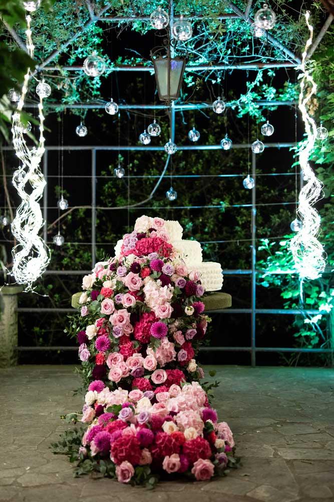 immagini di matrimonio torta nuziale con rose